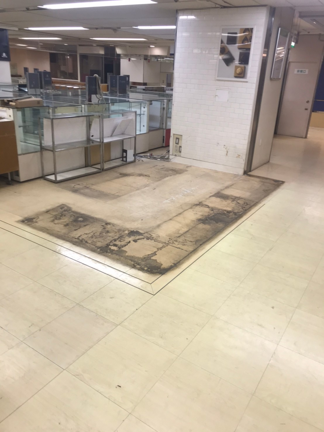 某百貨店内装解体工事のアイキャッチ