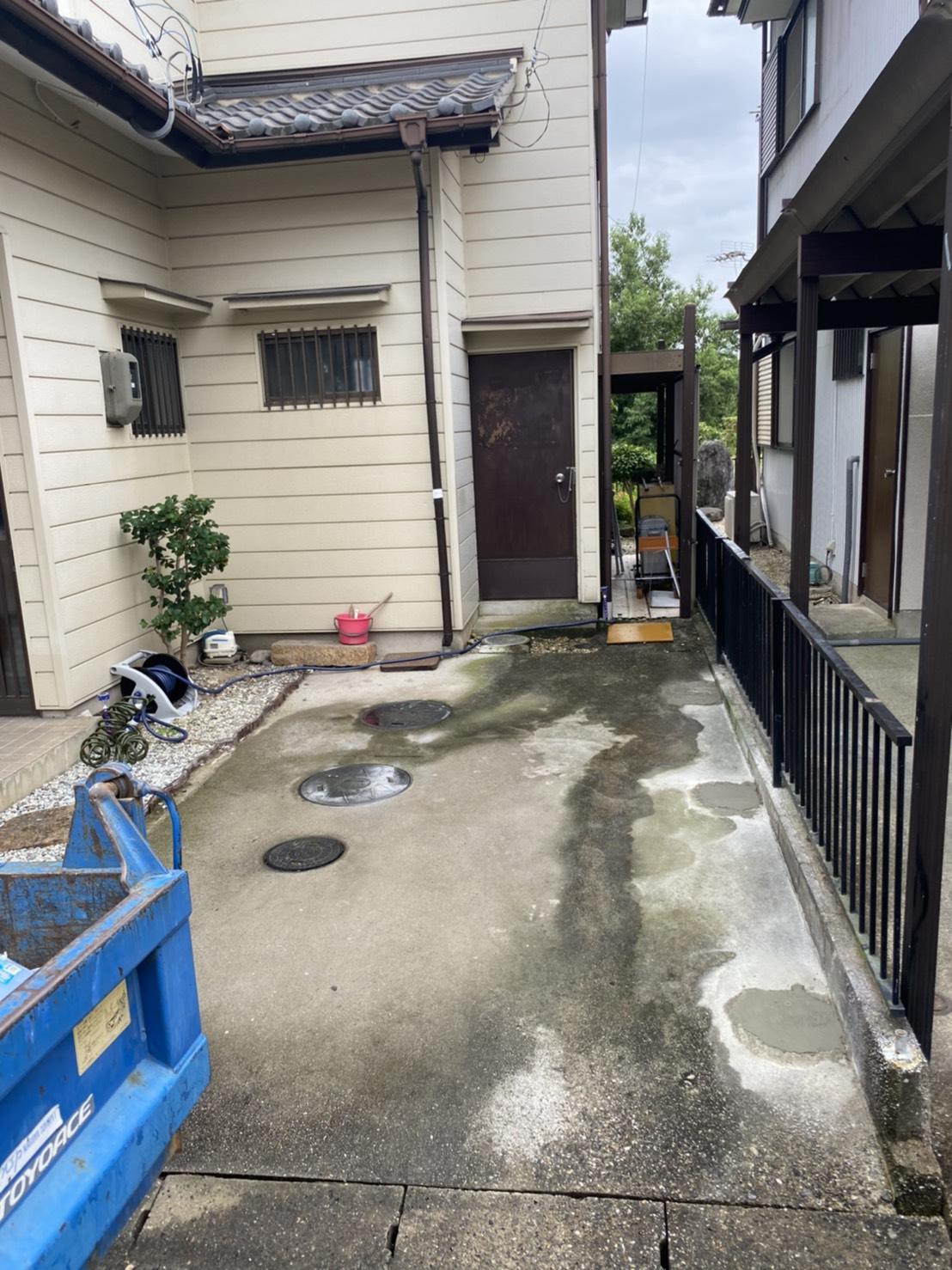 カーポート撤去工事及び、穴埋め補修のアイキャッチ